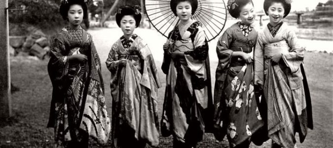 vintage-japanese-maikos-and-geikos-girls-taisho-period-1910s-1920s-11-720x320
